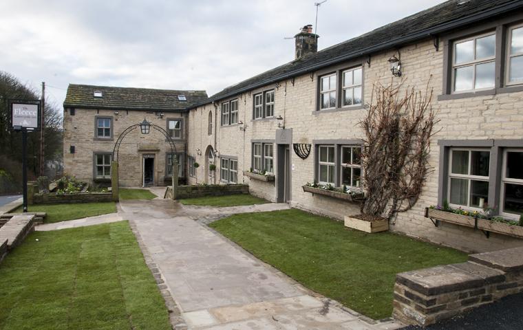 The Fleece Inn Exterior